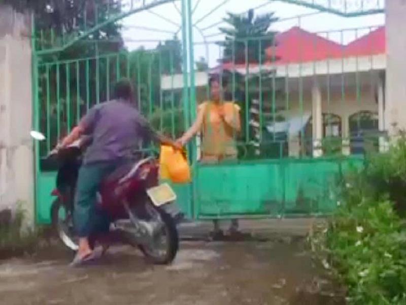 Trung tâm Nuôi dưỡng Người già và Trẻ em Tàn tật Hà Nội cơ sở xã Thụy An, huyện Ba Vì, Hà Nội ăn chặn hàng từ thiện