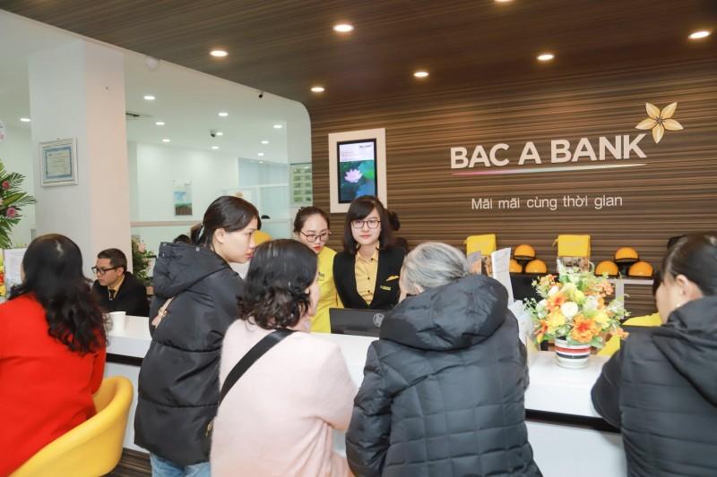 Khách hàng giao dịch ngày khai trương BAC A BANK Chi nhánh Nam Định